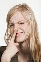 морщить нос